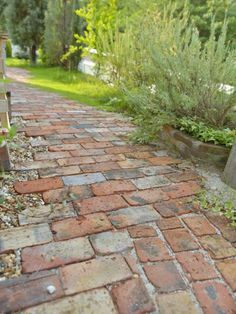 Really like the brick Garden Paving, Garden Paths, Country Landscaping, Backyard Landscaping, Small Gardens, Outdoor Gardens, Brick Pathway, Cottage Garden Design, Brick Patios