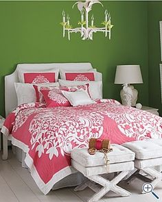 So pretty! Pink and green bedroom.