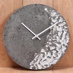 Concrete Foil Clock – One Mercantile Concrete Crafts, Concrete Projects, Concrete Design, Wooden Crafts, Diy Clock, Clock Decor, Concrete Candle Holders, Candle Craft, Cool Clocks