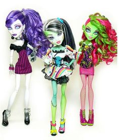 PIN OF THE DAY: shout out to Caitlyn DaSilva who totally loves monster highs! These are the 2015 monster high dolls Tuesday, Nov. 25