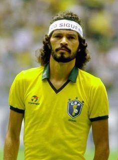 Sócrates,    era Un futbolista brasileño de los 70 y los 80.