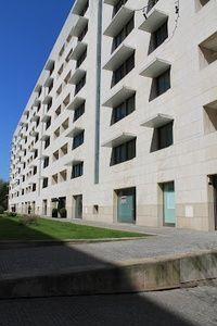 Edifício Habitação Colectiva Boavista Avis - por.to  Arquitetos Álvaro Siza Vieira e António Madureira. Projecto concluído em 1997.