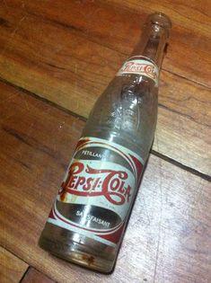 Bouteille Pepsi-Cola – Pétillant Satisfaisant – Pepsi-Cola Compagny of Canada limited Montreal Que, - Contenu 10 onces liquides – Dessous : 1 15 1951 4519  et triangle avec un C – Embossé sur la bouteille Pepsi-Cola en courbe de gauche à droite – haut vers le bas (6X) - 18$