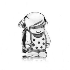 Pandora zilveren Klein meisje bedel 791531. Draag een herinnering aan een bijzonder klein meisje met deze bedel van zilver. Het meisje heeft een gedetailleerd gezichtje en een jurk met stippen en is een schattige toevoeging aan je armband.