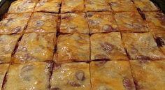 Baklava sa višnjama je izmijenjena verzija originalnog recepta u kojem se umjesto oraha koriste višnje. Inače je jako popularan kolač na našim prostorima j