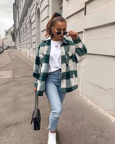 Fluffy Faux Fur Short Plaid Coat Beautiful jeans and . Read more The post Fluffy Faux Fur Short Plaid Coat Beautiful jeans and coat plaid.Autumn& appeared first on How To Be Trendy. Winter Fashion Outfits, Look Fashion, Autumn Fashion, Outfit Winter, Sporty Fashion, Casual Winter, Fashion Beauty, Fall Winter, Fashion For Winter