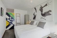 Bed and Breakfast Zuid Oost Heesterveld / BnB ZOH Amsterdam Featuring free WiFi throughout the property, Bed and Breakfast Zuid Oost Heesterveld / BnB ZOH is set in Amsterdam, 1.3 km from Amsterdam Arena. Guests can enjoy the on-site bar.  Every room is equipped with a flat-screen TV.