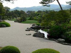 Дорожки в японском саду символизируют дороги жизни, путешествие по жизни.