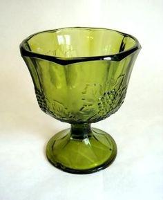 Vintage Green Planter, Glass Vase Harvest Grape Avocado Green Glass Planter Vase with Pedestal, Gree Antique Dishes, Antique Glassware, Vintage Dishes, Glass Planter, Glass Vase, Vintage Green Glass, Vintage Plates, Indiana Glass, Glass Dishes