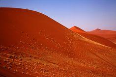Rote Dünen im Sossusvlei - fotokunst von Angelika Stern