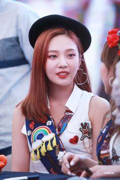 Seulgi, Kpop Girl Groups, Korean Girl Groups, Kpop Girls, Park Sooyoung, K Pop, Joy Rv, Red Valvet, Peek A Boo