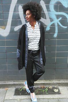 So 90s! Love the shiny pants.  www.DailyRewind.de