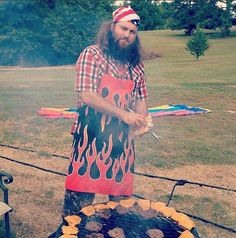 Willie on the grill Willie Robertson, Robertson Family, Sadie Robertson, Duck Dynasty Cast, Duck Dynasty Family, Justin Martin, West Monroe, Duck Calls, Duck Commander