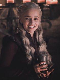 Emilia Clarke Not a Queen, a Khaleesi! GOTbye Mother Of Dragons. The Queen we choose Daenerys Targaryen Art, Game Of Throne Daenerys, Game Of Thrones Quotes, Game Of Thrones Funny, Emilia Clarke, Narnia, Got Khaleesi, Khaleesi Costume, Khalessi Hair
