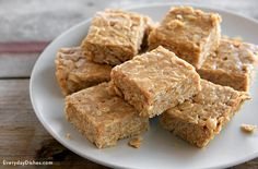 Three ingredients. No-bake. Now we have your attention, try this no-bake peanut butter oat bars recipe!