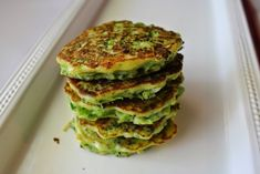 Maybe I have a thing for small finger foods or fritters and patties (I just happen to be eating a leftover falafel patty right now), but I just love these … Veggie Fritters, Broccoli Fritters, Zucchini Fritters, Raw Vegan Recipes, Vegetarian Recipes, Healthy Recipes, Vegan Food, Cheap Meals, Easy Meals