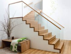 Escalia Tokyo trapper i eik og glass fra Hagen AS Stairs And Doors, House Stairs, Railing Design, Staircase Design, Glass Stairs, Glass Stair Railing, Plexiglass, Wood Staircase, Modern Stairs