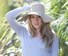 Colbie Caillat wearing a hat Absolutely gorgeous Colbie Caillat, Wide Face, Wearing A Hat, Cool Hair Color, Celebs, Celebrities, Pretty Hairstyles, Girl Crushes, Casual Looks