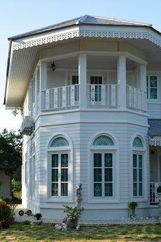 บ้านสไตล์โคโลเนียล - บ้านไอเดีย เว็บไซต์เพื่อบ้านคุณ Thai Style, Old Building, White Houses, Colonial, House Plans, House Design, Mansions, Interior Design, Architecture
