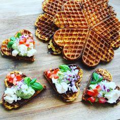 Frokost vafler med gulerod Yummy Waffles, Tapas Recipes, Keto Recipes, Veggie Dinner, Danish Food, Food Crush, Vegetarian Cooking, Food Dishes, Food Inspiration