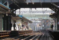 @cherub_chiki 世田谷代田の踏切から駅を撮影。日常が舞台に見える。もうこの光景はありません。 #シモチカ... on Twitpic