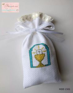 Sacchettino in tela aida, Prima Comunione First Communion, Crossstitch, Cross Stitching, Virginia, Projects To Try, Reusable Tote Bags, Baby Shower, Christian, Embroidery