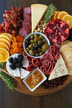 How to make an EPIC Charcuterie Board (AKA Meat and Cheese Platter). How to make a beautiful meat cheese and fruit platter. The perfect appetizer for . Fruit Appetizers, Appetizers For Party, Appetizer Recipes, Thanksgiving Appetizers, Fruit Snacks, Parties Food, Party Snacks, Fruit Dips, Charcuterie Board Meats
