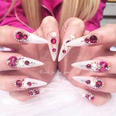 "1,838 aprecieri, 6 comentarii - 💕💎🦄✨Annabel Maginnis✨🦄💎💕 (@nails_by_annabel_m) pe Instagram: ""Stunning nails by @nails_by_kim_james 💫💫💫💫 20% off Swarovski Crystals till Monday 17th💫 USE CODE…"""