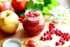 Punaherukka tekee tavallisesta omenahillosta erityisen hyvää. Hillo sopii niin kakun täytteeksi kuin rahkan kanssa nautittavaksi.