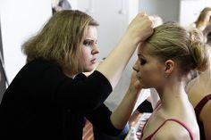 Hiusalan perustutkinnossa alalle tarvittavia taitoja opiskellaan asiakaspalvelutilanteissa sekä oppilaitoksessa että  parturi-kampaamoissa työssäoppimisjaksoilla.