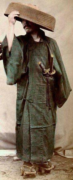 …©hap Volum…Samurai in foul weather gear; He wears the two swords of the samurai (Katana and Wakasashi) on his left hip. Ronin Samurai, Samurai Art, Samurai Warrior, Katana, Geisha, Japanese Warrior, By Any Means Necessary, Landsknecht, Turning Japanese