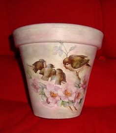 Another flower pot decoupaged Painted Clay Pots, Painted Flower Pots, Hand Painted Rocks, Clay Pot Projects, Clay Pot Crafts, Ceramic Pots, Terracotta Pots, Decoupage Printables, Decoupage Ideas