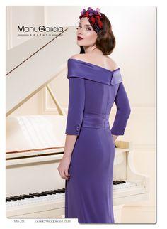 Por su color y elegante escote elegido #vestidodelasemana