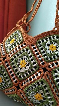 Crochet handbags 516928863477748407 - Tejidos con fichas Source by revedepatch Mode Crochet, Bag Crochet, Crochet Shell Stitch, Crochet Handbags, Crochet Purses, Soda Tab Crafts, Can Tab Crafts, Tape Crafts, Pop Tab Purse