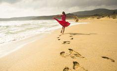 La danza te hace libre. Libre de preocupaciones, de ataduras, de vergüenza… La coordinación rítmica de los movimientos corporales produce un sentimiento de felicidad.