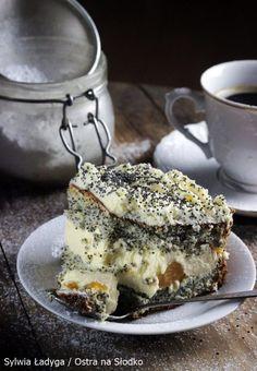 MAKOWA PANIENKA Z BRZOSKWINIAMI Muffins, Cupcakes, Tiramisu, Sweet Tooth, Food And Drink, Sweets, Baking, Ethnic Recipes, Pierogi