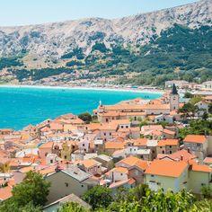 De plaats Baška is zeer geliefd bij toeristen. Het biedt dan ook alles voor een vakantiegevoel. Fijn om te verblijven tijdens je roadtrip door Kroatië. Meer reisinspiratie? Zie het blog van Sunny Cars.