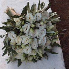νυφικό μπουκέτο ελιά & λυσίανθο..Δεξίωση | Στολισμός Γάμου | Στολισμός Εκκλησίας | Διακόσμηση Βάπτισης | Στολισμός Βάπτισης | Γάμος σε Νησί - Παραλία. Bridal Looks, Unique Weddings, Deco, Succulents, Floral Wreath, Wreaths, Flowers, Plants, Bouquets