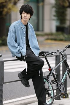 Cute Japanese Guys, Japanese Boy, Handsome Men Quotes, Handsome Arab Men, Human Poses Reference, Pose Reference Photo, Asian Boys, Asian Men, Pretty Boys