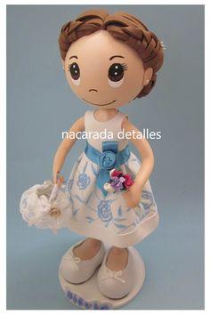 Muñeca completamente personalizada en goma eva, tal como iba en la boda, un detalle que los novios quisieron hacer a la niña- nacarada detalles