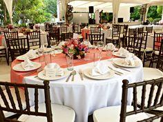 Montaje boda en tonos coral. Quinta Pavo Real del Rincón www.pavorealdelrincon.com.mx