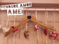 Pendure AMOR, pendure coisas boas no seu armário da vida @loja_amei — em Amei.