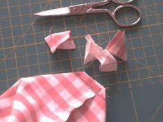 EntreHilos y algo más: TUTORIAL BOLSITA DE TELA Sewing Box, Diy And Crafts, Patches, Quilts, Blog, Bread Baskets, Scrappy Quilts, Cool Ideas, Tejidos