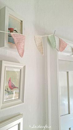 seidenfeins Blog vom schönen Landleben: Eine gehäkelte Midsommar Wimpelkette * a crochet Midsommar Pennant chain