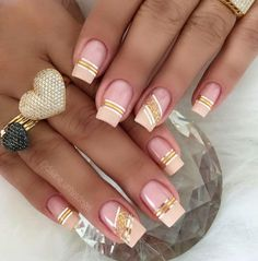 Best Gorgeous Strips Tape Line Nails Design for Summer - Page 21 of 60 - Diaror Diary Line Nail Designs, Creative Nail Designs, Creative Nails, Elegant Nails, Stylish Nails, Trendy Nails, Glam Nails, Beauty Nails, Cute Nails