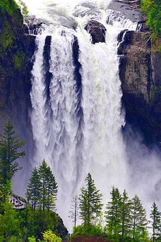 This waterfall photo is beautiful! Snoqualmie Falls in Washington State, USA