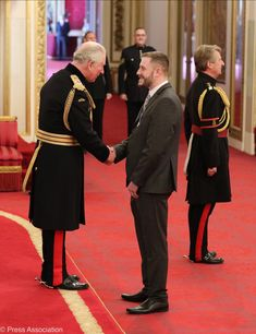 """Luke Ridley was today honoured with The Queen's Gallantry Medal, which rewards exemplary acts of bravery. Prince Charles And Camilla, Clarence House, Duchess Of Cornwall, Prince Of Wales, Police Officer, Picture Video, Britain, Queen, Twitter"