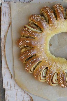 foodwanderings: Date & Orange Tea Ring