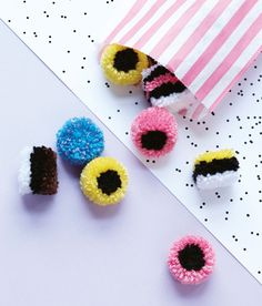Whether you are looking for DIY projects for teens, kids or adults, pom pom creations are some of the most adorably creative crafts ever. Hobbies And Crafts, Crafts To Sell, Diy And Crafts, Crafts For Kids, Arts And Crafts, Creative Crafts, Pom Pom Crafts, Yarn Crafts, Pom Pom Tutorial