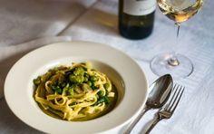 Spaghetti con fave cacio e menta - Ricetta per gli spaghetti con fave cacio e menta, un piatto colorato e dal sapore primaverile.
